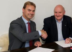 Ondertekening sponsorcontract met Noord-Veluws Museum